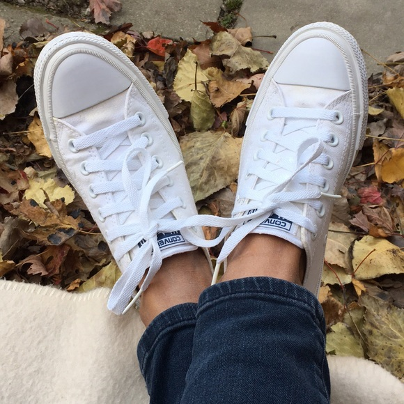 ✅PRICE is FIRM ✅CONVERSE CHUCK WHITE SNEAKERS